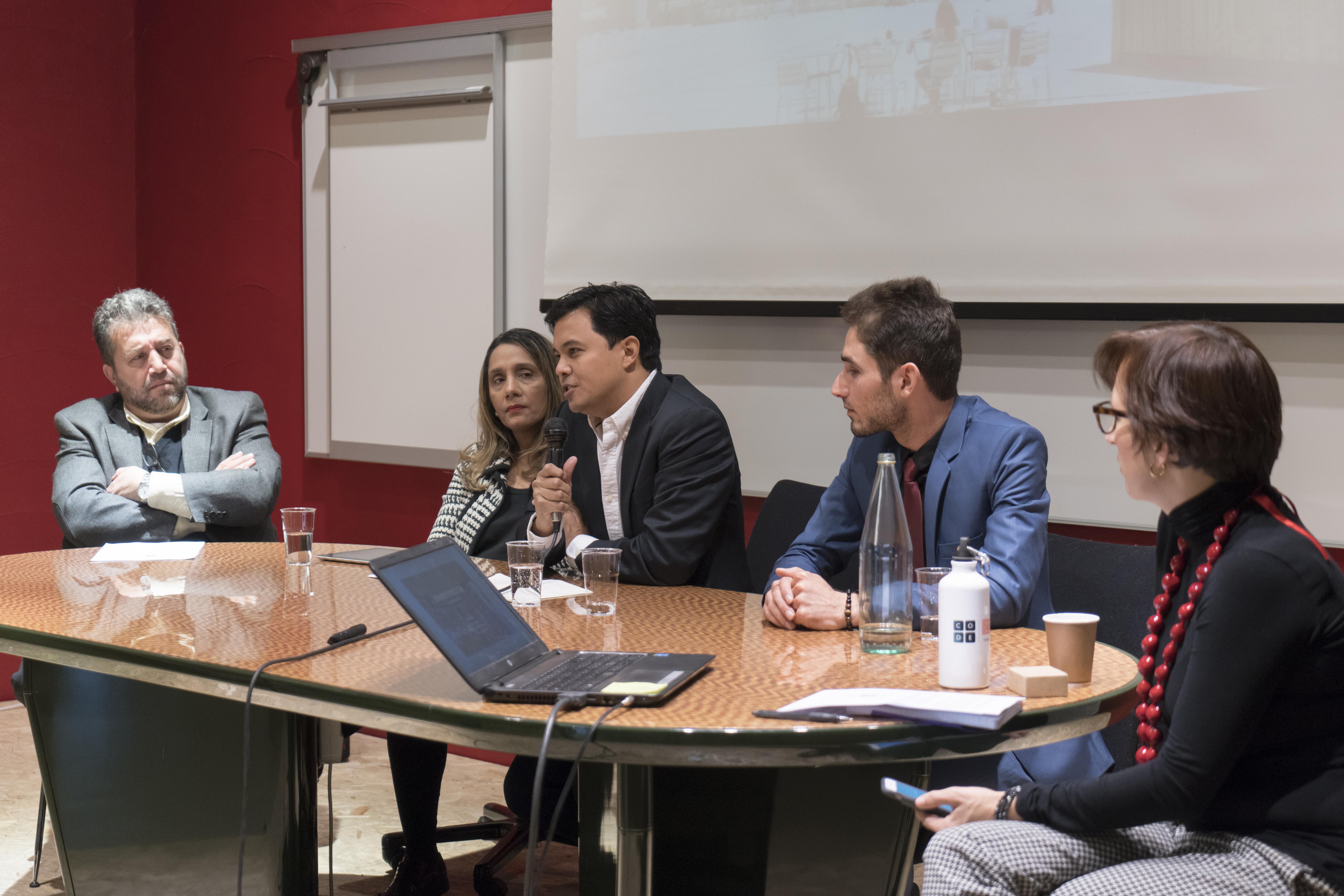 Jihad Asad, Kiran Trehan, Mark Latonero, Omid Habibi e Christine Mendonça. Foto: Fabrizio Albertini