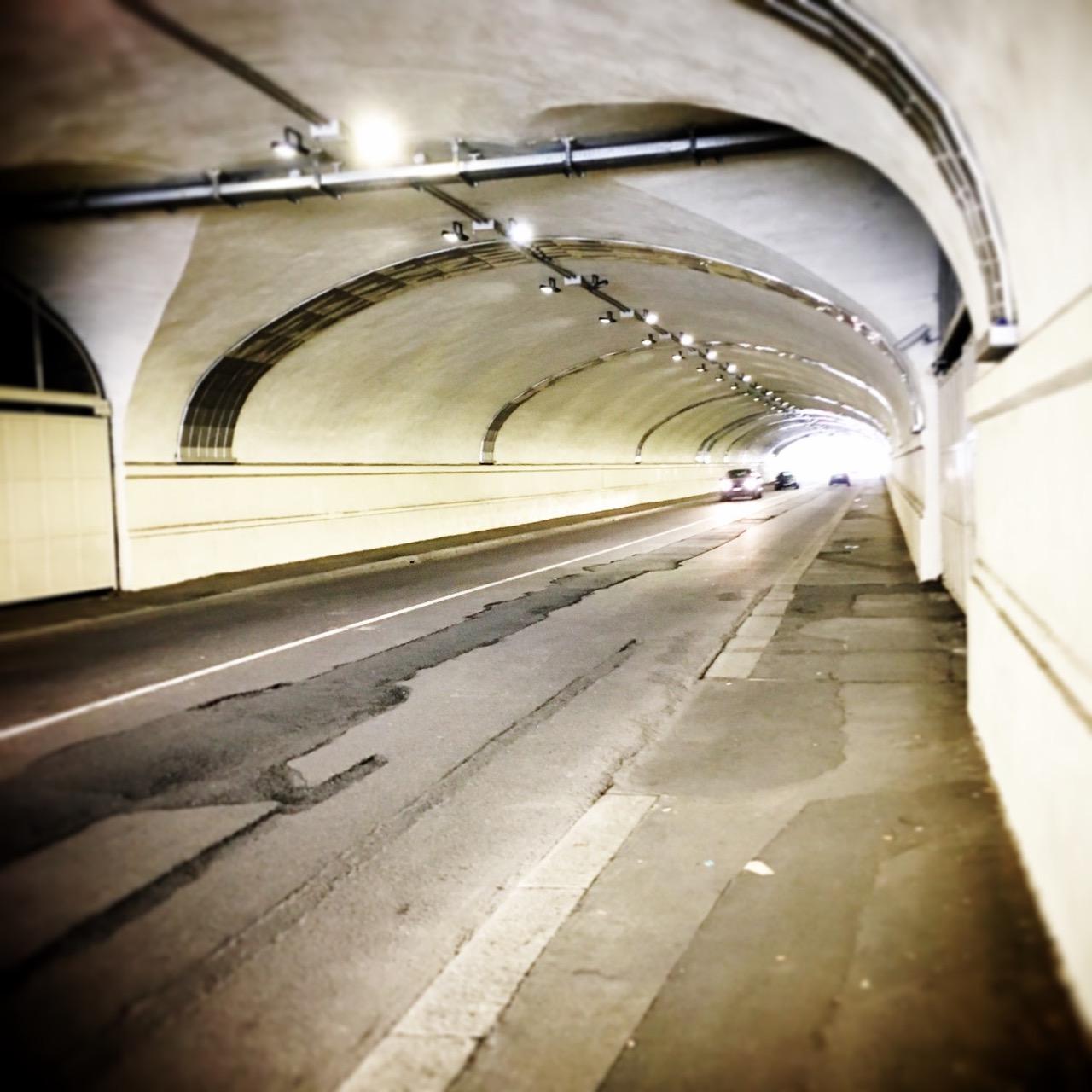 Il tunnel - Hub via Sammartini, Milano (Foto: Marina Petrillo)