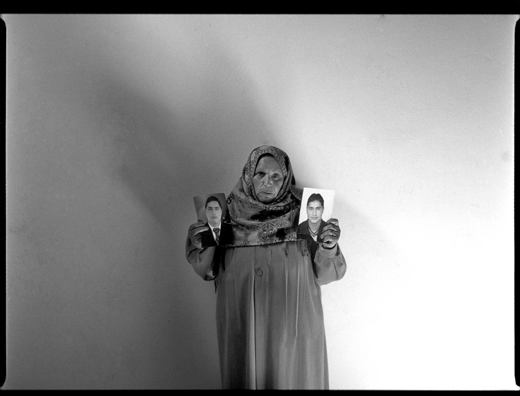 Governatorato di Ariana, Utique, Tunisia 2017. Fatma nella sua casa di campagna. Suo figlio Mohammed è scomparso la notte del 6 Settembre 2012 all'età di trentuno anni. Il giovane tunisino ha lasciato tutta la famiglia per cercare lavoro in Italia.