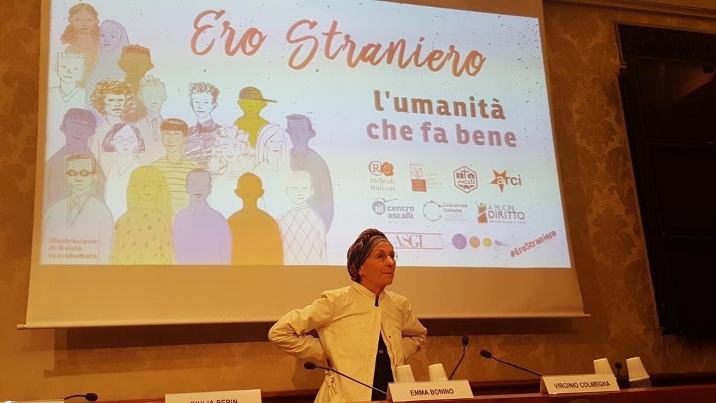 Foto: Emma Bonino alla conferenza di stampo di lancio di Ero Straniero.
