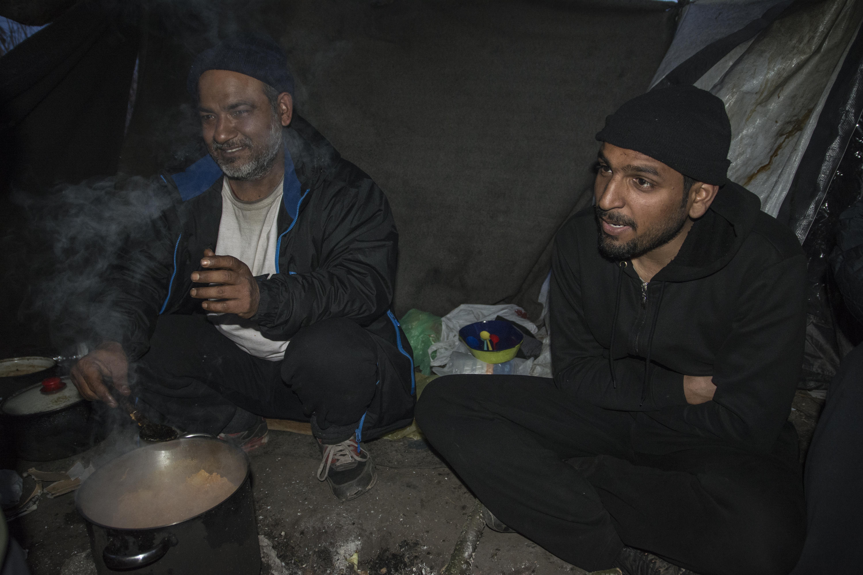 """A cena con Ahmed e Chacha nella """"giungla"""" di Subotica (foto di Marco Marchese)"""