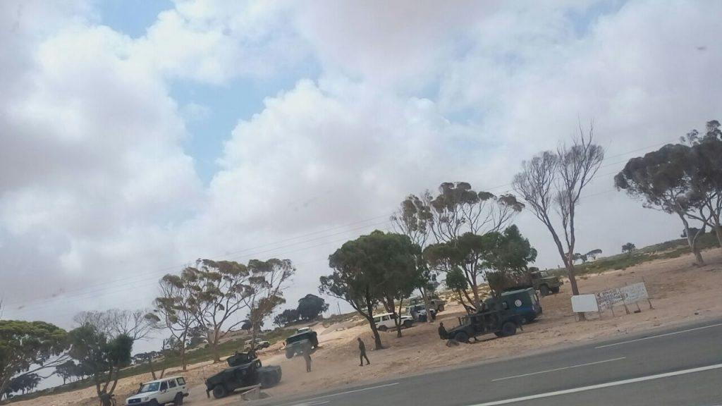 Quello che resta del campo di Choucha visto dal finestrino del bus che evacuava gli ultimi residenti il 19 giugno 2017 (foto: Diarra Kalilone)