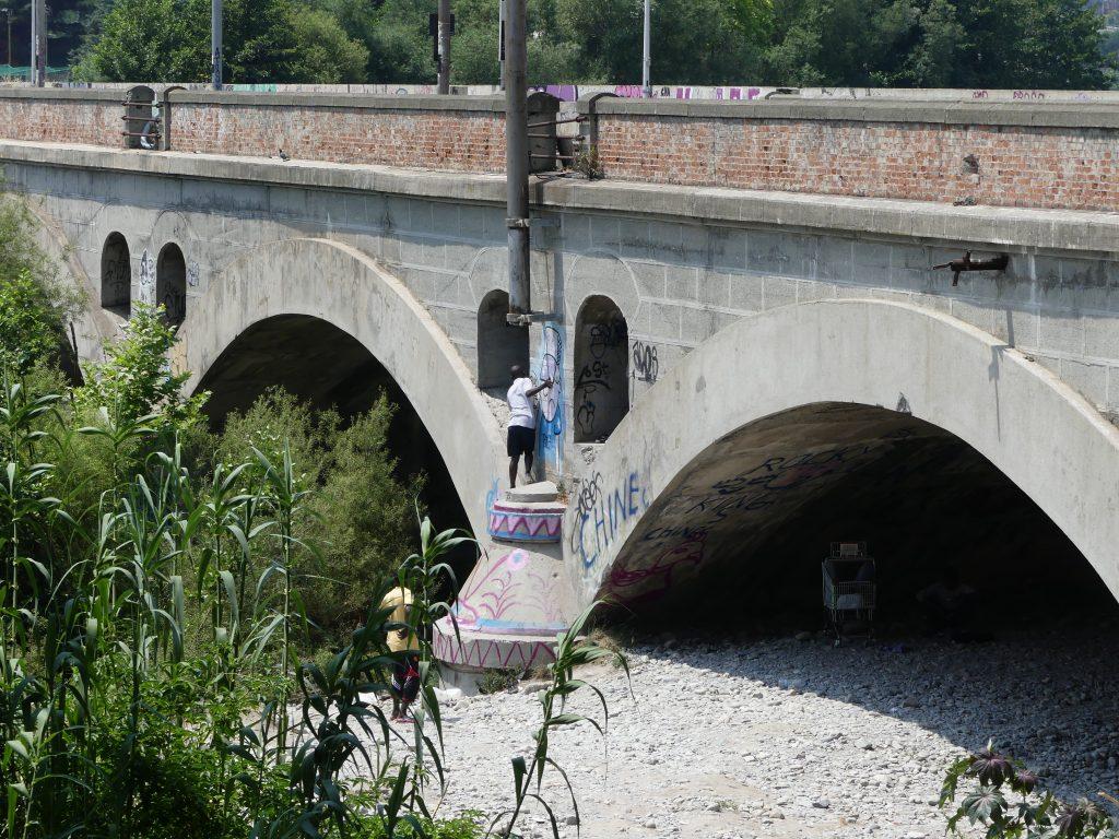 Al ponte ferroviario sul fiume Roja, Ventimiglia (foto: Andrea Quadroni)