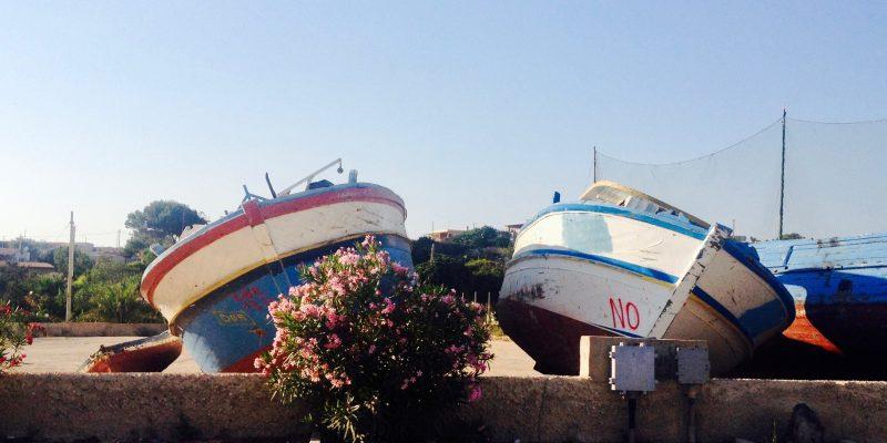 Il cimitero delle barche sequestrate a Lampedusa (foto: Marina Petrillo)