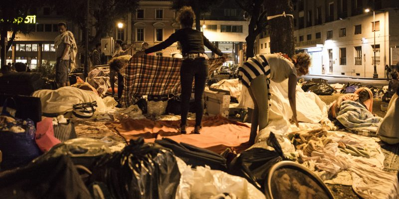 La casa non c'è: i racconti dei rifugiati di via Curtatone