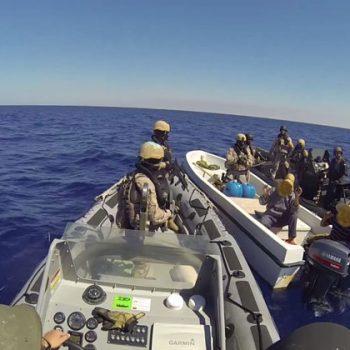 Un'operazione di Eunavfor Med contro presunti scafisti in mare (foto: Eunavfor Med)