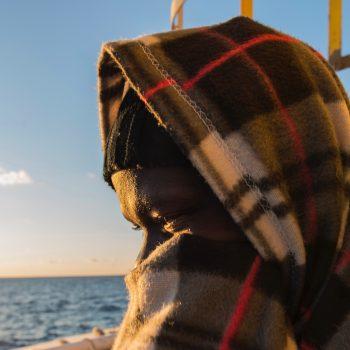 A. , 25 anni, ha lasciato la Guinea per studiare in Algeria e diventare agronomo. È stato rapito e comprato in Libia. Picchiato ogni giorno, ha deciso di attraversare il mare piuttosto che morire in un centro di detenzione libico.  (foto: Federica Mameli)