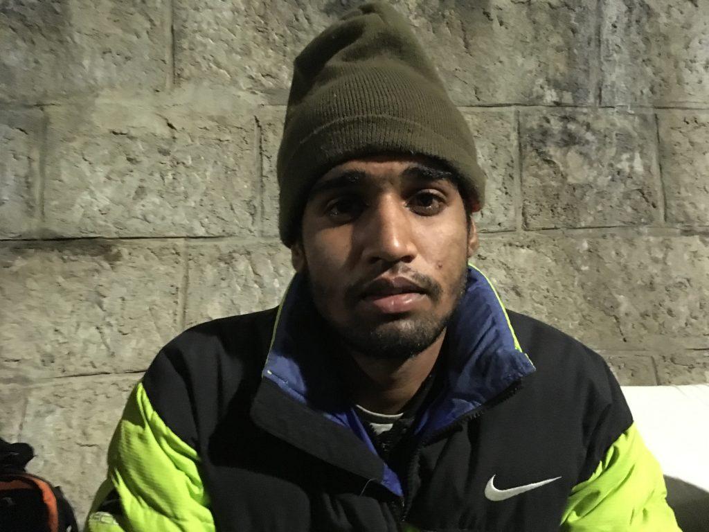 Pakistano, richiedente asilo respinto dalla Germania, è arrivato a Gorizia a metà novembre. Ha dormito nella Galleria Bombi fino allo sgombero. Ora è stato trasferito in un Cara del Friuli Venezia Giulia (foto: Marta Cosentino)