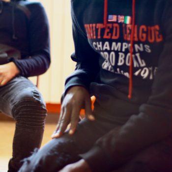 Due minori stranieri arrivati in Italia senza la loro famiglia.