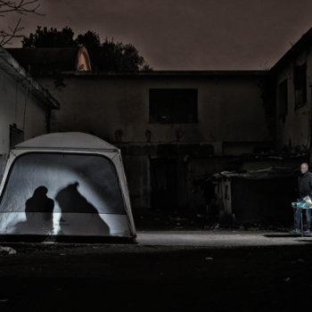 Il gazebo di Medici Senza Frontiere nel cortile della Ex-Penicillina (foto: Giacomo Zandonini)