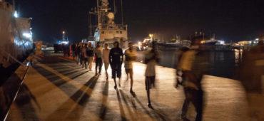 L'Italia affida i migranti agli stessi che fa arrestare per contrabbando