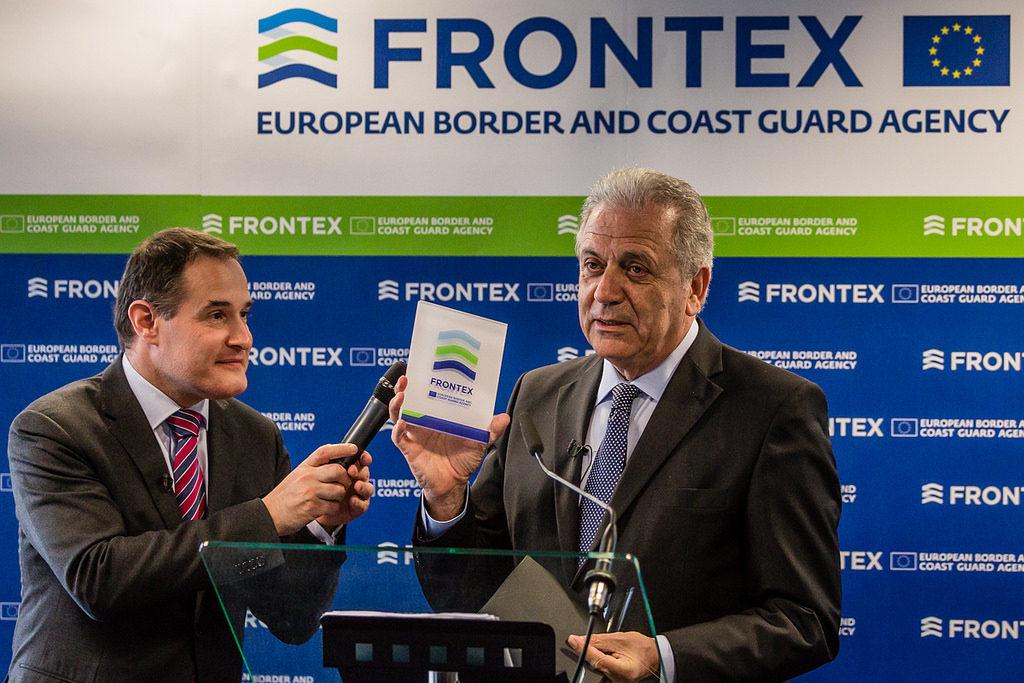 Il Commissario Ue per le Migrazioni Dimitris Avramopoulos in Polonia con il direttore di Frontex, Fabrice Leggeri (foto su licenza CC BY-SA 2.0)