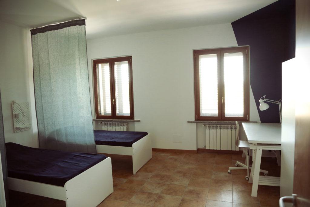 Una delle stanze per le ospiti di Casa Chiaravalle (foto: Antonio Martella)