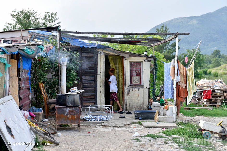 La famiglia Feta abita vicino alla cittadina costiera di Tivat, in Montenegro, dopo essere fuggita dal conflitto in Kosovo nel 1999. Con otto figli, sono rimasti per anni senza documenti né nazionalità (foto: Unhcr)