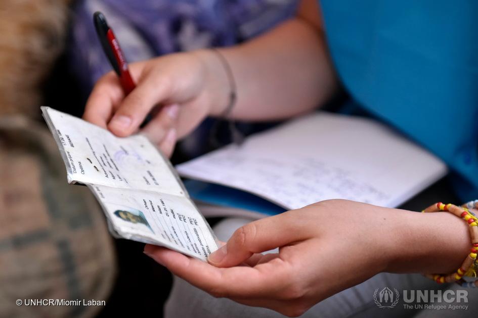 Berane, Montenegro: Orhan Mevruz, 25 anni, un Rom sfollato che è senza patria dalla nascita. Nato in Kosovo, è venuto in Montenegro durante il conflitto del 1999.
