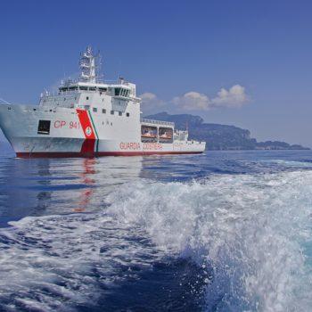 La nave Diciotti della Guardia Costiera italiana.