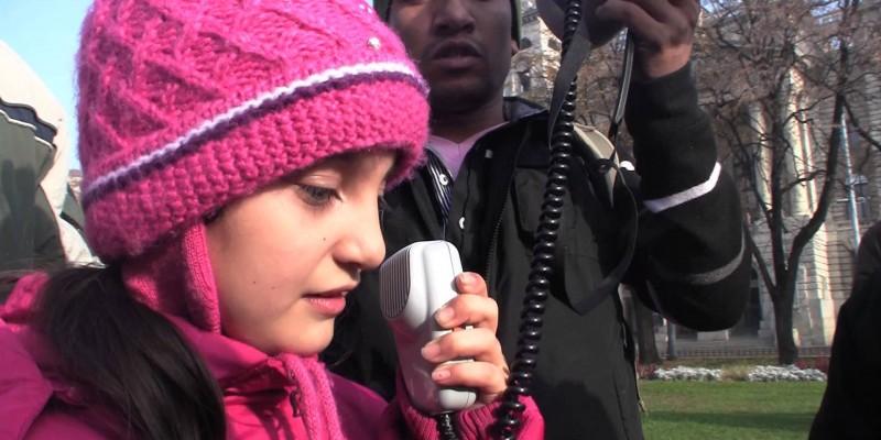 Profughi afghani protestano davanti a Budapest, davanti al Parlamento