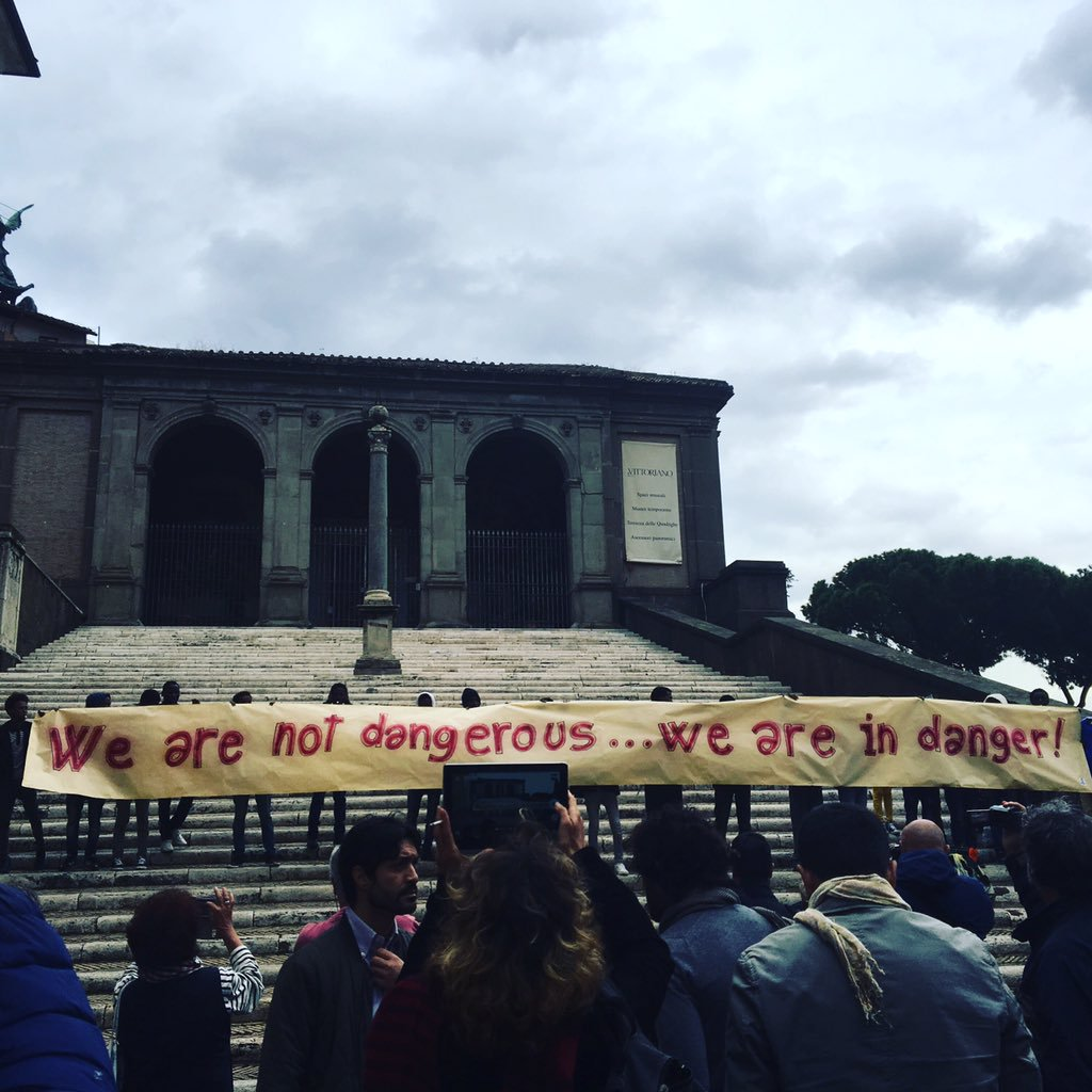 La protesta dei migranti del Baobab in Campidoglio. PH: @furiothinks