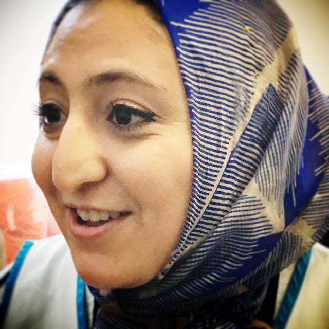 Reema, siriana che vive a Milano e mediatrice linguistica all'hub di via Sammartini