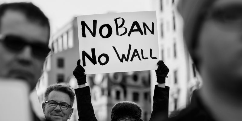 Tutto quello che c'è da sapere sul blocco di Trump per rifugiati e immigrati musulmani