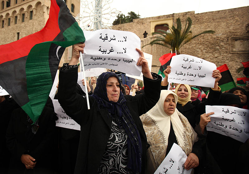 Foto: proteste in Libia - via Wikimedia Commons (CC BY 2.0).