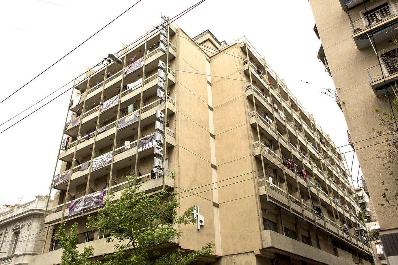 l'ex hotel a cinque stelle City Plaza di Atene visto dall'esterno (foto: Alberta Aureli)