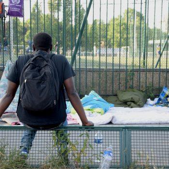 Cancellata del campetto di calcio accanto all'accampamento informale di Porte de la Chapelle, nord di Parigi (foto: Veronica di Benedetto Montaccini)
