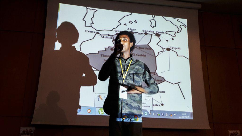 L'intervento alla conferenza di Tunisi di Abubakr della Guinea Konakry, che vive in Marocco e da Nador monitora quel che accade sulla frontiera (foto: Marta Bellingreri)