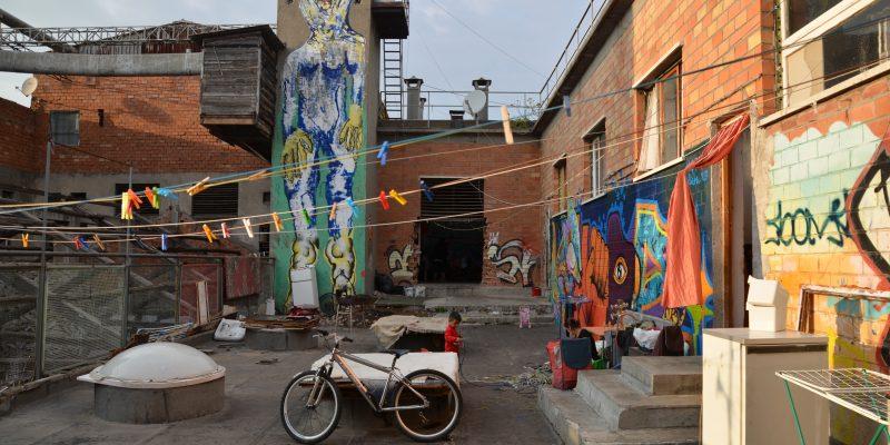 Le case dei rom a Metropoliz. Foto di Maurizio Franco.