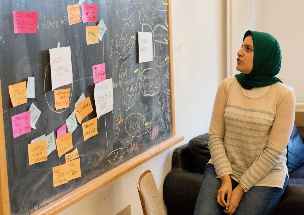 Un momento di lavoro al Migration Hub Network di Berlino.