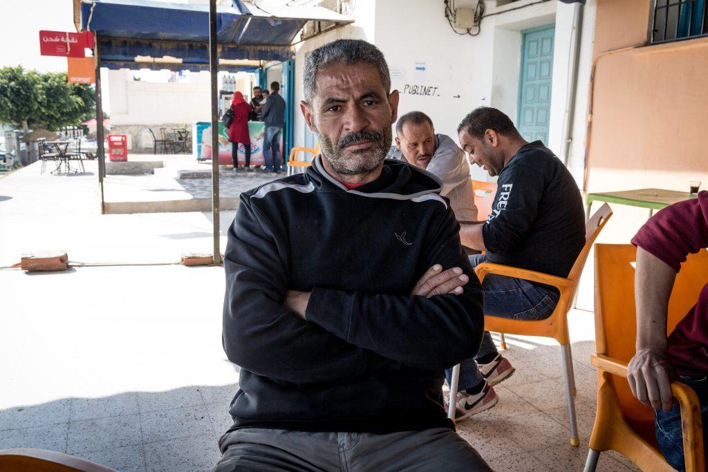 Mabrouk Lahmar, padre di una vittima di 17 anni e zio di tre vittime della stessa età. Lavoratore giornaliero di Bir Ali Ben Khalifa, di 43 anni (foto: Giulia Bertoluzzi)