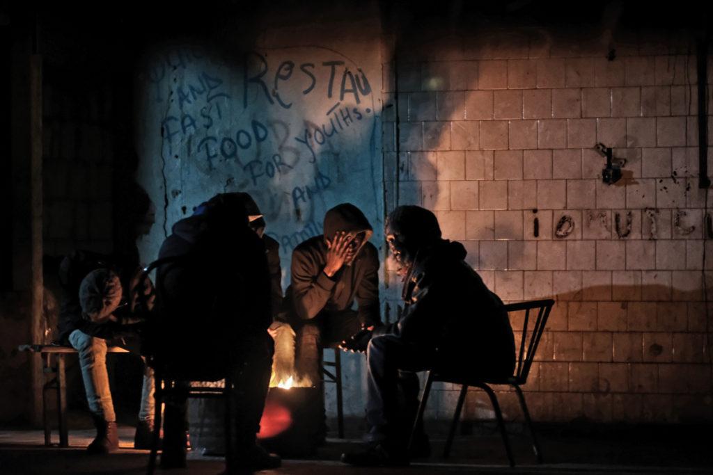 Davanti al bar di Lamin, in uno degli edifici della Ex-Penicillina (foto: Giacomo Zandonini)