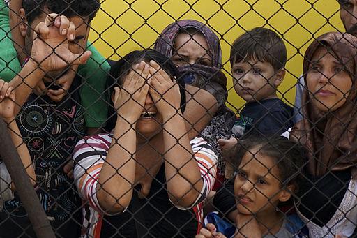 Rifugiati siriani alla stazione di Keleti, Budapest, nel 2015 (foto: Tomoko Snyder, su licenza CC BY 2.0)