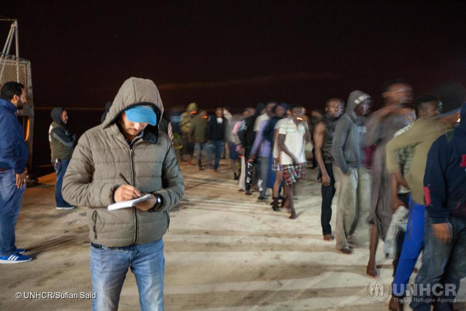 Migranti assistiti dall'Unhcr il 14 marzo 2018, dopo essere stati intercettati in mare dalla Guardia Costiera libica e portati alla base navale di Tripoli, come migliaia di altri nei primi mesi del 2018 (foto: Unhcr/Sufian Said)