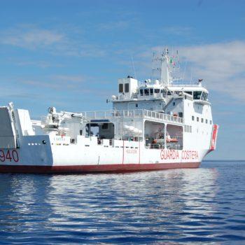 La nave Dattilo della Guardia Costiera italiana.