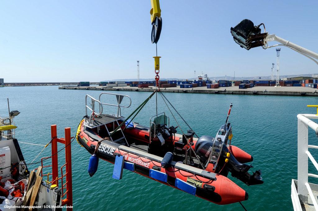 Parte della nuova dotazione di Aquarius per i salvataggi (foto: SOS Méditerranée)