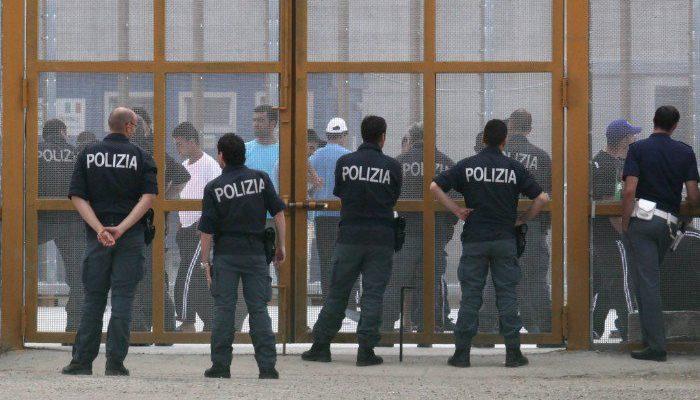 Le gravi criticità dei CPR denunciate dal Garante dei detenuti