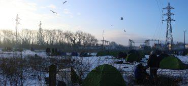 Attraversare la Manica in barca: l'ultima chance dei migranti a Calais