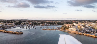 A bordo di Moonbird l'aereo civile che sorvola il Mediterraneo